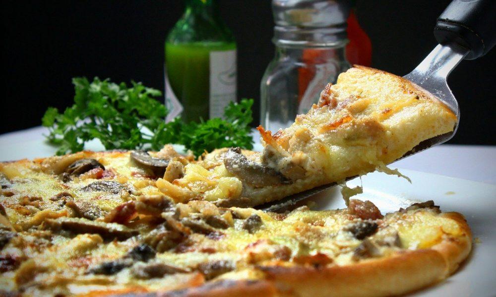 Pizza industrială, o păcăleală. Află ce conține de fapt!, Tratament comun în pizza