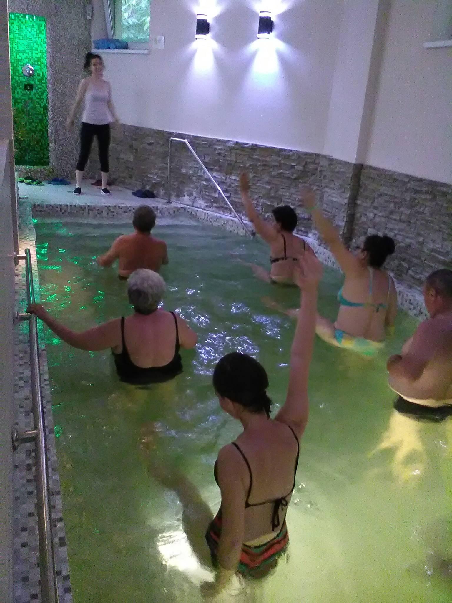 tratamentul artrozei în piscină
