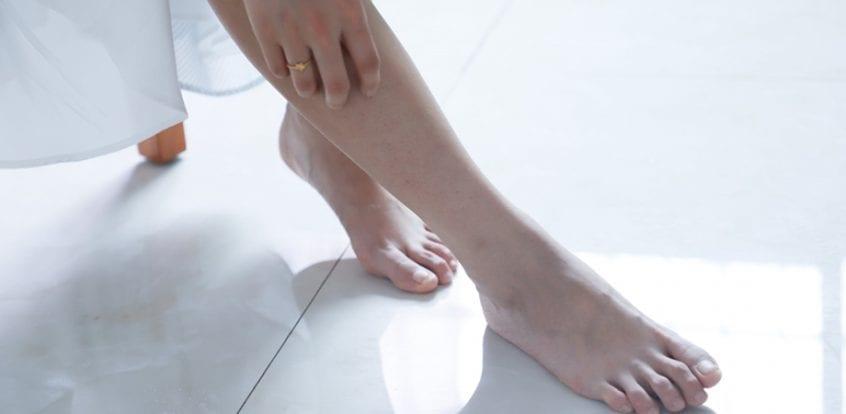 umflarea picioarelor și a genunchiului