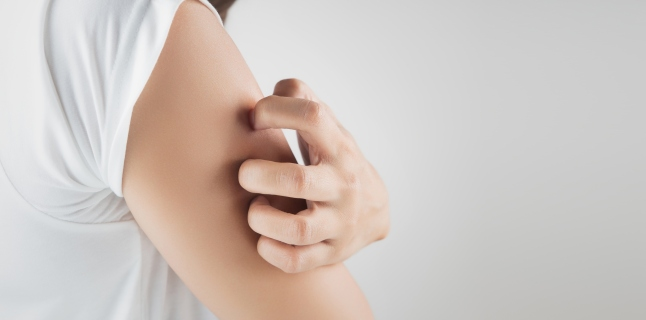 dureri articulare și roșeață a pielii)