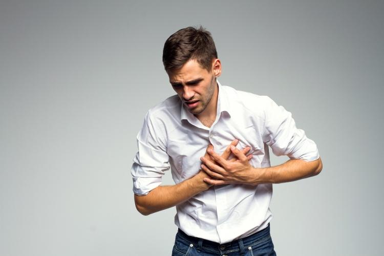 dureri de umăr și piept)