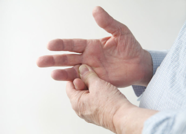 inflamația medicamentoasă a articulațiilor degetelor de la picioare)