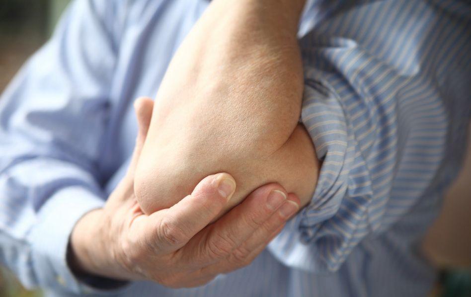 osul de pe cot doare