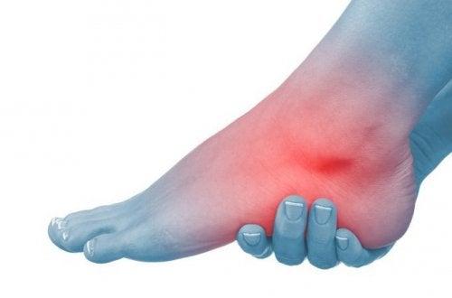 umflarea articulației piciorului stâng