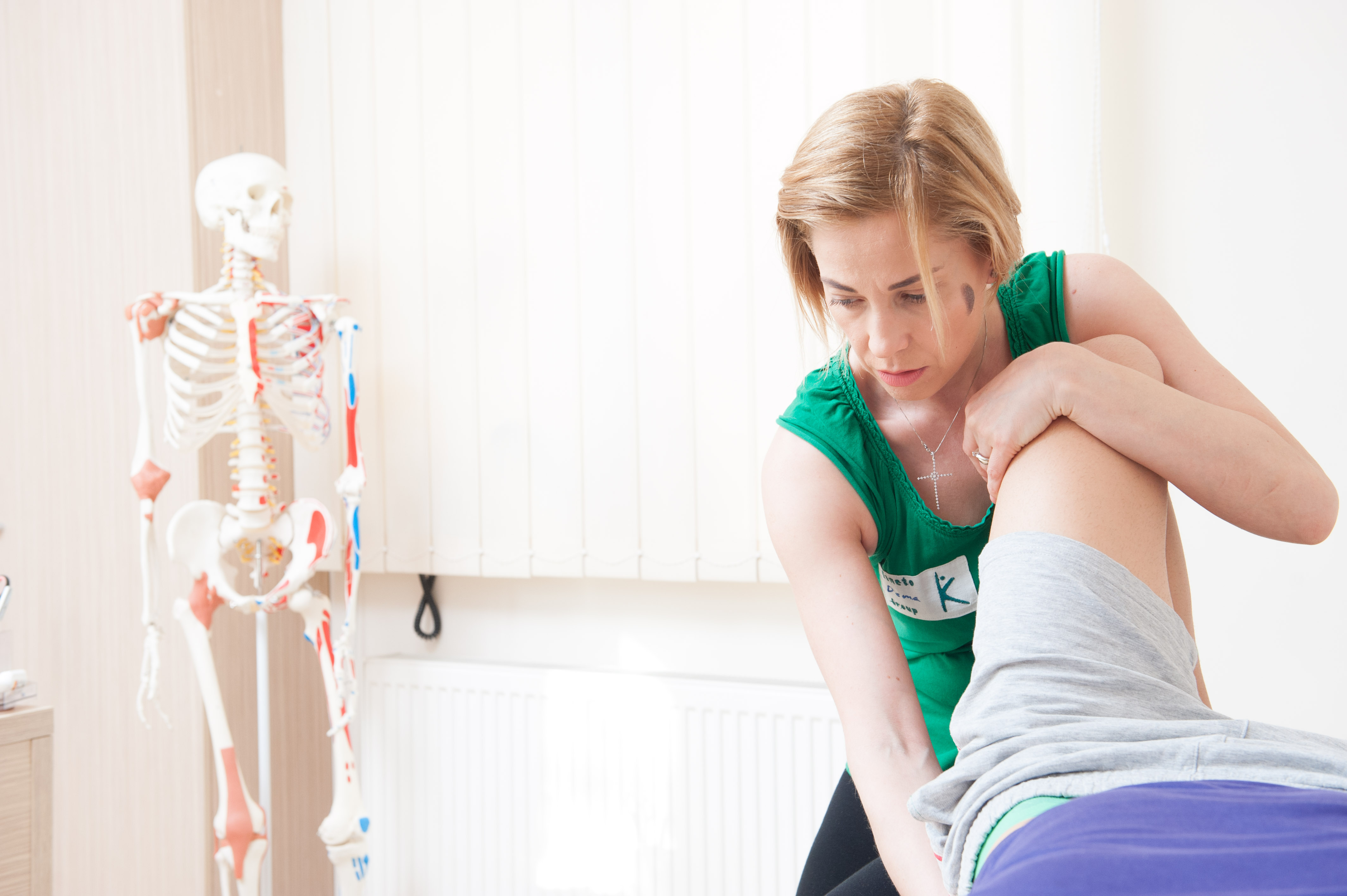 osteopatul vindecă articulațiile durere la gleznă după un accident vascular cerebral