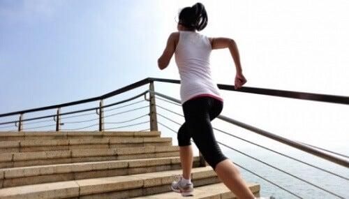 dureri de genunchi la coborârea scărilor)