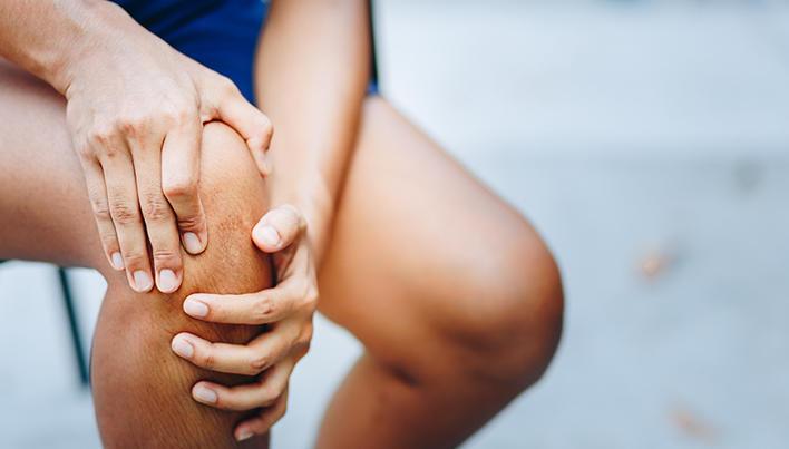 durere și faceți clic pe genunchi)