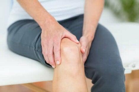 alternând durerea în diverse articulații