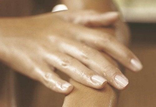 umflarea articulațiilor mâinii