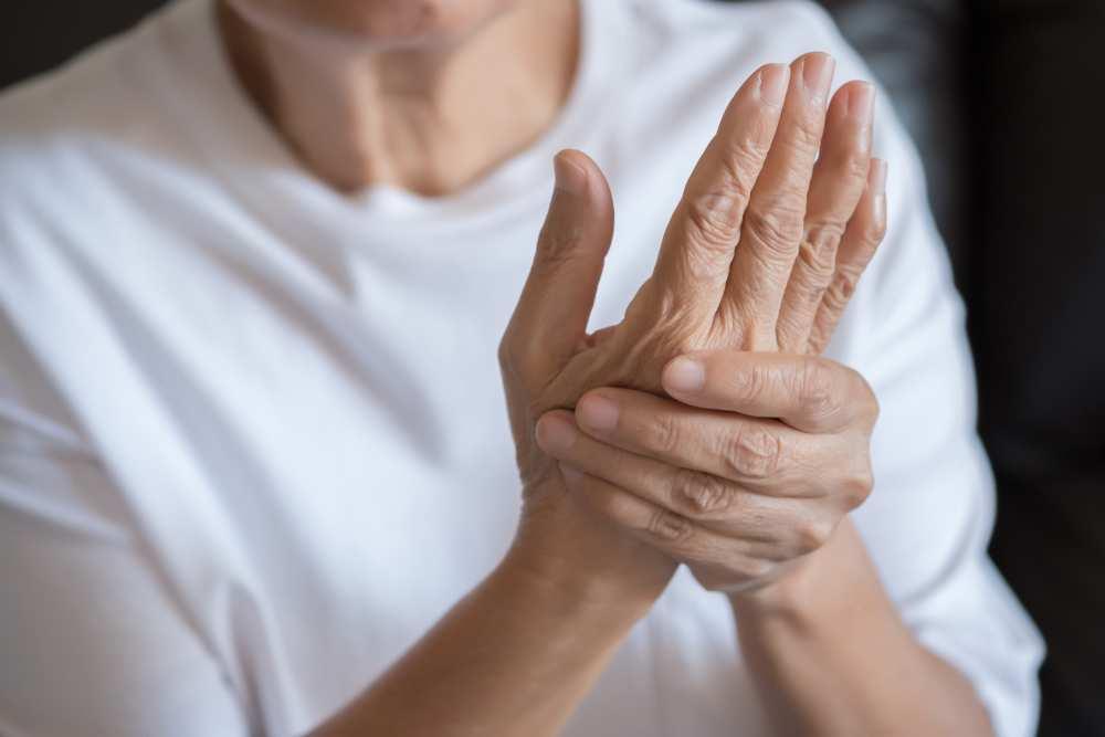 artrita reumatoidă a genunchiului drept)
