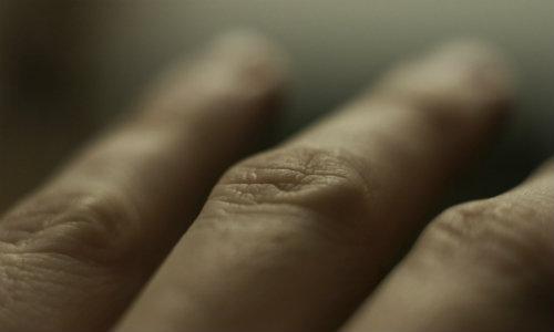 mâinile îngheață și articulațiile doare