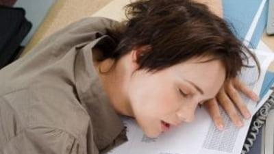 Diferenţa dintre migrenă și durerea de cap (cefalee). Ce spun specialiștii