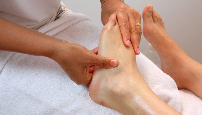 Cum să aplicați un bandaj de fixare pe articulația gleznei?