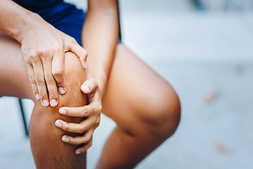 durere persistentă la nivelul golului articulației genunchiului