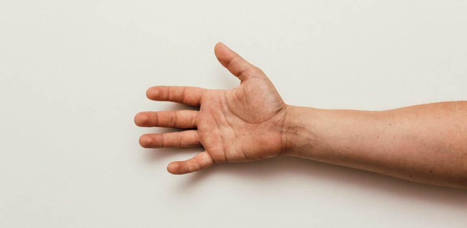 articulația încheieturii mâinii după durere