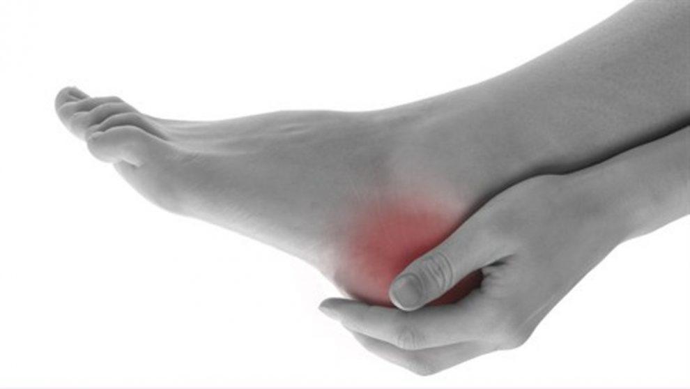 călcâiul în articulație doare