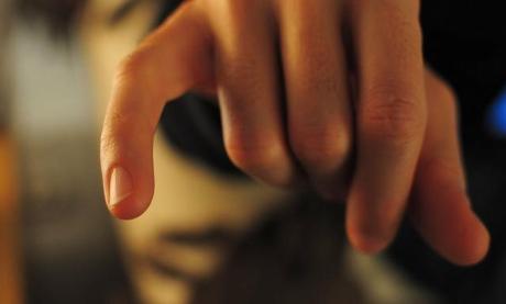 artrita degetului mic)