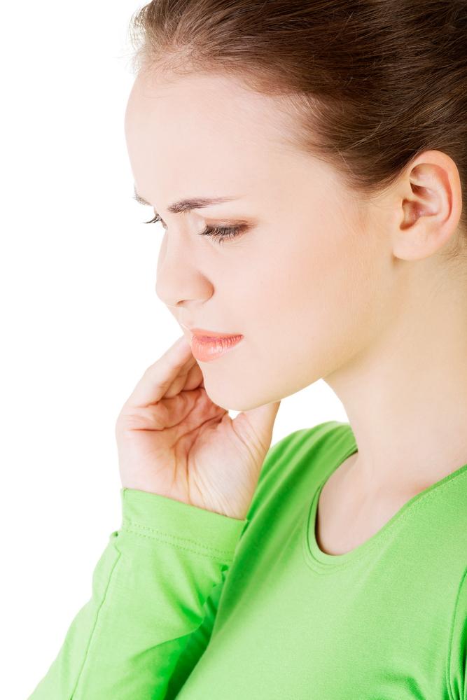 mestecând dureri la nivelul articulației faciale)
