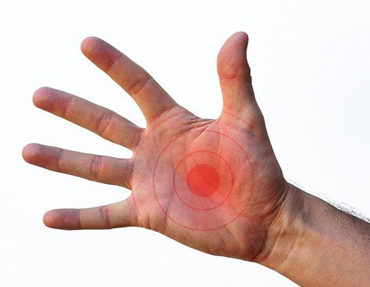 când o mână în articulație doare)