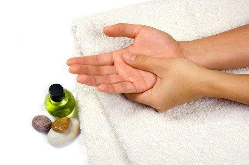 îndoirea articulațiilor mâinilor