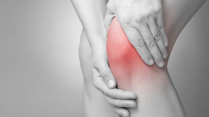 cum să scapi de durerile genunchilor dacă articulațiile picioarelor se umflă