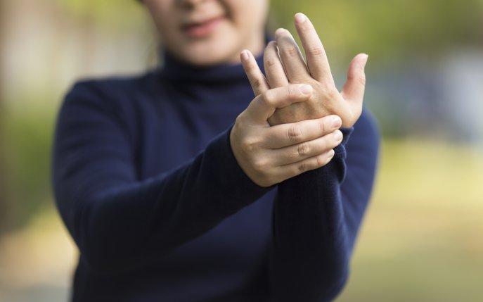 artrite amorteala degetelor)
